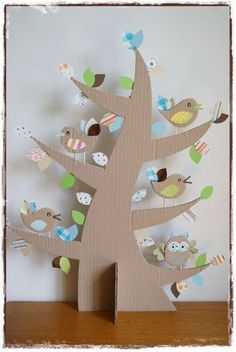 Fun for a Class to do a Tree full of birds, teaching about habitat! albero con silhouette in cartone Kids Crafts, Easter Crafts, Projects For Kids, Diy For Kids, Diy And Crafts, Craft Projects, Decoration Creche, Bird Theme, Cardboard Crafts