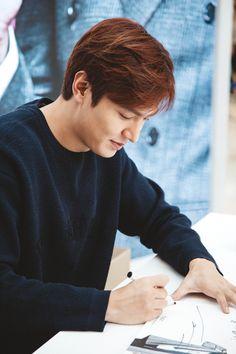 15/09/14 #LeeMinHo at #TNGT Fan Signing Event © logo