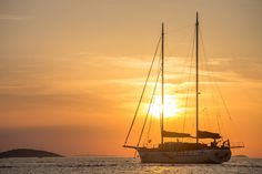 Nothing can be more blissful than experiencing the sunset on a luxury gulet in the middle of sea.
