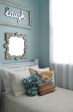20 DIY:: Girly bedroom decorating ideas ! Could be adapted to teenage rooms as well.
