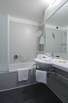 #room #bathroom #hotel #carlyle #milano #brerahotels