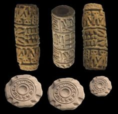 Chorrera culture - Pre-Columbian seals belonged to the Jama Coaque Indian Ceramics, Indian Musical Instruments, Sculpting Classes, Ancient Artefacts, Ceramic Tools, Clay Stamps, Clay Texture, Medieval Jewelry, Pottery