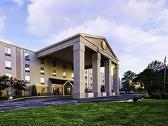 Saint Louis (MO) Comfort Inn St Louis Westport Saint Louis United States, North America Located in Maryland Heights, Comfort Inn St Louis Westport Saint Louis is a perfect starting point from which to explore Saint Louis (MO). Both business travelers and tourists can enjoy the hotel's facilities and services. Service-minded staff will welcome and guide you at the Comfort Inn St Louis Westport Saint Louis. Each guestroom is elegantly furnished and equipped with handy amenities....