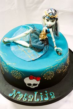 Frankie Stein Monster High Doll on a Cake - Download