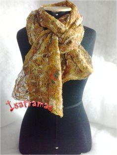 Echarpe caramelo 1. Veja mais em www.isatramas.com.br. Encontre-nos no Facebook. Curta nossa fan page e fique por dentro das novidades.