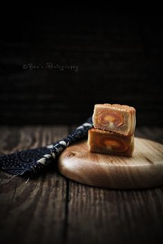 traditional moon cake by i am wei, via Flickr. I love how the pattern inside the cake imitates the pattern of the wooden board it sits on.