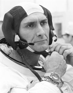 Story of the famous Komfit Forstner and JB Champion bracelets used by NASA and the astronauts in the illustrated by Moonwatch Only. Old Watches, Vintage Watches, Watches For Men, Omega Speedmaster Moonwatch, Rolex, Nasa Engineer, Apollo Space Program, Nasa Astronauts, Space Astronauts