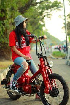 Honda custom bikes C 90 Honda Cub, Moped Scooter, Scooter Girl, Scooter Custom, Custom Bikes, Moto Bike, Motorcycle Bike, Estilo Cafe Racer, Small Motorcycles