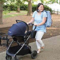 Levar o bebê para respirar um ar fresco fica bem mais fácil com um carrinho que dê segurança e conforto para mamãe e filho 💁💕 Veja nossos modelos pelo link da bio! Foto:Maxicosi