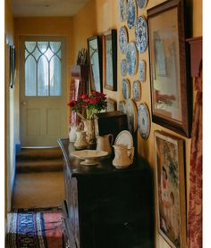 hall in English country home English Cottage Style, English Country Cottages, English Country Decor, English House, Country Houses, Cottage Living, Cozy Cottage, My Living Room, Cottage Hallway