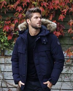 Winter look. Blue round neck sweater, black jeans, and parka Hot Men, Sexy Men, Hot Guys, Mode Masculine, Ben Dalhaus, Winter Outfits Men, Beard Lover, Sharp Dressed Man, Photo Instagram