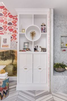 girl's bathroom // lipstick wallpaper // SF Decorator Showcase // Nest Design Co