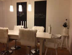 Kritt og magnet-tavler på kjøkkenet 💖👌🏻 Conference Room, Table, Furniture, Home Decor, Homemade Home Decor, Meeting Rooms, Mesas, Home Furnishings, Desk