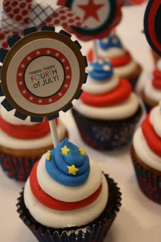 4th of July cupcakes Jennifer these look like something you would make!!!