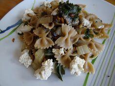 Oh, wie wunderschön: Farfalle mit Cashew-Ricotta, Mangold und gerösteten Pinienkernen bei Sulevia