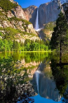 Foto Beautiful Waterfalls, Beautiful Landscapes, Places To Travel, Places To See, Travel Destinations, Places Around The World, Around The Worlds, Yosemite Falls, Photos Voyages