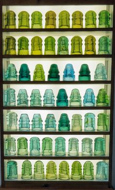 cores / Antique green and aqua Brookfield glass insulators. Electric Insulators, Glass Insulators, Antique Bottles, Vintage Bottles, Antique Glassware, Mosaic Glass, Stained Glass, Glass Art, Isolation