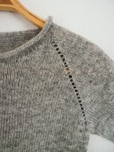 A stick man& logbook: Raglan from top to bottom- En stickmanikers loggbok: Raglan uppifrån och ner A stick man& logbook: Raglan from top to bottom - Knitting Machine Patterns, Knitting Stitches, Knitting Designs, Knitting Projects, Summer Knitting, Baby Knitting, Garnstudio Drops, Diy Broderie, How To Purl Knit