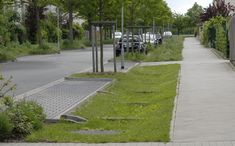 Wateropvang in openbaar groen en tuinen Sustainable Architecture, Sustainable Design, Landscape Architecture, Urban Landscape, Landscape Design, Surface Water Drainage, Ecology Design, Drainage Solutions, Road Construction