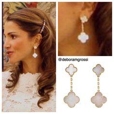 alhambra earrings arpels cleef magic van VAN CLEEF ARPELS Magic Alhambra EarringsYou can find Van cleef arpels and more on our website Diy Jewelry Necklace, Geek Jewelry, Fine Jewelry, Van Cleef And Arpels Jewelry, Van Cleef Arpels, Van Cleef Alhambra, Designer Jewelry Brands, Diamond Girl, Trendy Accessories
