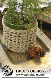 """DROPS Christmas: Crochet DROPS large and small cover for glass vase in 2 strands """"Bomull-Lin"""". ~ DROPS Design"""