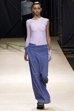 Yohji Yamamoto Spring 2004 Ready-to-Wear Fashion Show - Morgane Dubled, Yohji Yamamoto