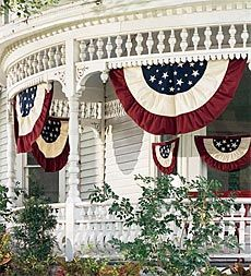 Red, white, and blue bunting. I think this blue in the middle is the most common way to do it. Here we have stars in the middle, nice.
