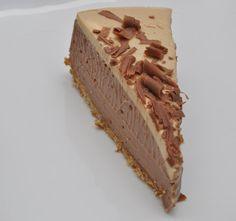 chocolate & peanutbutter cheesecake with pretzel crust