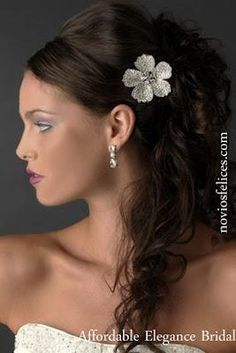 modernos-peinados-semirecogidos-peinetas-novi-L-pE5LKr.jpeg (267×400)