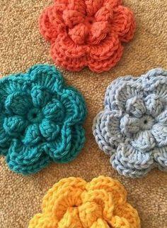 Veja as mais belas referências de flores de crochê com 125 fotos + 10 vídeos de passo a passo. Acerte na escolha do seu artesanato com nossas dicas.