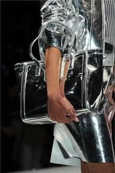 Metallic Jacket and Metallic Bag dunelondon Fashion Details, Look Fashion, Fashion Pics, Silver Color, Black Silver, Black White, Metallic Jacket, Metallic Bags, Metallic Shoes