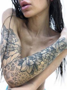 Sleeve Tattoos for Women Best Tattoo Sleeve Ideas For Women Fantastic Half and Full Sleeve Tattoos for Women images Ideas Designs for Girls 2019 2020 Tattoos Skull, Black Tattoos, Body Art Tattoos, New Tattoos, Tattoos For Guys, Tattoos For Women, Tattoos Pics, Tattoos Gallery, Tribal Tattoo Designs