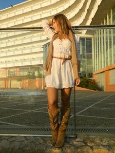 stylebymarga Outfit   Otoño 2012. Combinar Botas Marrón suave Zara, Vestido Blanco Stradivarius, Cómo vestirse y combinar según stylebymarga el 22-11-2012