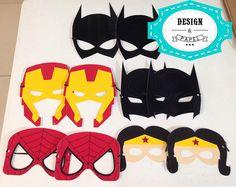 Máscara vingadores / Super Heróis em papel glossy 230g/m² infantil    -> Elástico incluso (enviado separadamente para que seja ajustado no rosto de cada criança).    -> Máscara para adultos = R$5,00    Exemplos de medidas:    Homem de Ferro : 15,5 x 20 cm  Hulk : 15 x 12 cm  Batman : 15,5 x 18 cm...