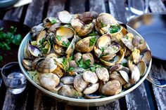 linguine and clams – smitten kitchen Clam Recipes, Seafood Recipes, Dinner Recipes, Cooking Recipes, Pasta Recipes, Shellfish Recipes, Kitchen Recipes, Rice Recipes, Cooking Tips