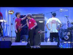 LO STATO SOCIALE - IO, TE E CARLO MARX - LIVE @ PALADOZZA, BOLOGNA - YouTube
