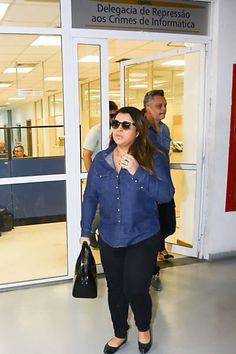 Preta Gil e seu marido compareceram à delegacia para prestar queixa contra mensagens racistas que recebeu em sua página do Facebook