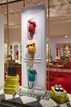 Visual merchandising and store design. Window Display Retail, Window Display Design, Retail Windows, Store Windows, Display Wall, Visual Merchandising Displays, Visual Display, Store Displays, Retail Displays