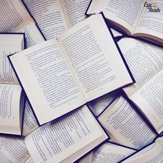 What are you reading right now? -------------------------- #seaofbooks #epicreads #bookstagram #books #bookish #igreads #amreading