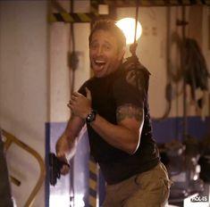 Alex O'Loughlin Hawaii Five-0. I love this BTS pic - s1 gag cargo laugh