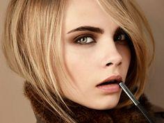 Окрашивание бровей http://sovjen.ru/okrashivanie-brovey  Всем девушкам хочется сократить время на утренний макияж, а также хорошо выглядеть круглые сутки, используя при этом минимум декоративной косметики. Окрашивание бровей стало очень популярной процедурой, эффект от окрашивания держится от 1 до 3 недель, в зависимости от краски. Для окрашивания бровей используют специальную краску или хну, а саму процедуру можно проводить как в салоне, ...