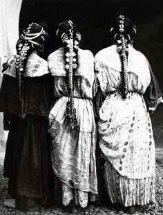 "Africa   ""Femmes harratine de la vallée du Zizà Ksar-Es-Souk"" Errachidia, Haut Atlas, Maroc   ca. 1934 - 1935   ©Jean Besancenot // PA000153.7"