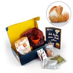 Vergiss das abgestandene Fertig-Brot aus dem Supermarkt. Mit diesem Set kannst Du ganz einfach selber frisches, leckeres Brot backen :) via: www.monsterzeug.de