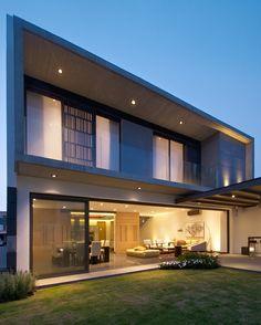 11 Glass House Modern Exterior Designs ~ Home Decor Journal Modern Exterior, Exterior Design, Facade House, House Goals, Modern House Design, Home Fashion, Interior Architecture, Chinese Architecture, Futuristic Architecture