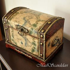 Discover thousands of images about Blue or peach jewelry box with gold detail with roses. Altered Boxes, Vintage Trunks, Creative Box, Decoupage Box, Antique Boxes, Idee Diy, Casket, Wood Boxes, Woodworking Crafts