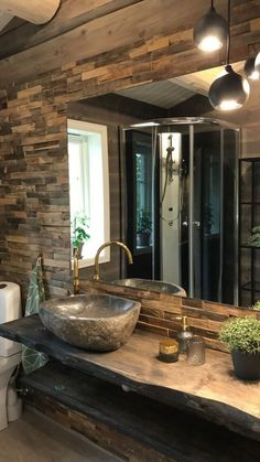 Råkopp-panel fra Vyrk - Lilly is Love Rustic Bathroom Designs, Rustic Home Design, Bathroom Interior Design, Stone Bathroom, Bathroom Spa, Washbasin Design, Stone Sink, Interior Stairs, Modern Staircase