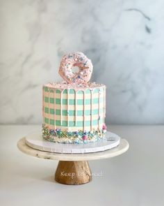 Tall Cakes, Donut Party, Cake Decorating Tips, Birthday Cakes, Donuts, Desserts, Food, Frost Donuts, Tailgate Desserts