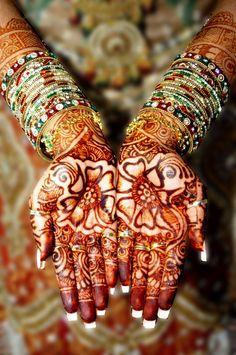 60 Ideas For Indian Bridal Jewelry Ideas Mehndi Indian Wedding Henna, Indian Wedding Ceremony, Bridal Henna, Indian Bridal, Indian Weddings, Mehendi, Henna Mehndi, Henna Tattoos, Hand Henna