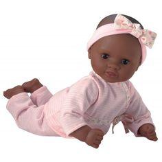 Deze lieve babypop komt uit de serie 'Mon premier Corolle', en is geschikt als eerste echte babypop voor uw kind. Ze is 30 cm lang waardoor ze op de onderarm van uw kind past. Daardoor is ze erg aantrekkelijk om mee te spelen voor kinderen vanaf 18 maanden. Het lijfje is van stof en de armpjes, beentjes en het hoofdje zijn van een kunststof met subtiele vanille geur.  http://www.benjaminbengel.com/poppen/1101188-babypop-calin-nama-746775254988.html