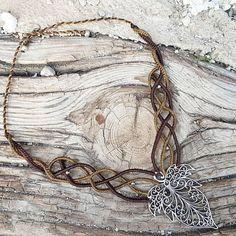 Collar macrame con hoja estilo celta bohemio boho hippie